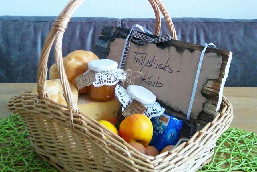 Mountain breakfast & breakfast basket